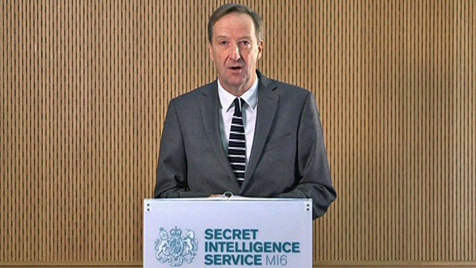 Aleks Janger, šef MI6