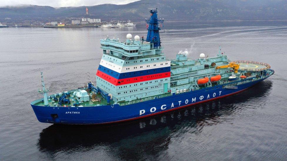 Rusya'nın nükleer buzkırıcı gemisi Arktika, Eylül 2020'de St Petersburg'dan başladığı 21 günlük yolculuğunda 4 bin 800 deniz mili yol kat etti.
