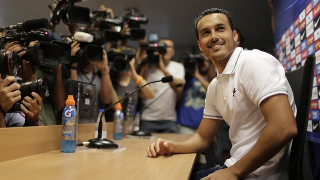 Barca stars on show for Pedro farewell