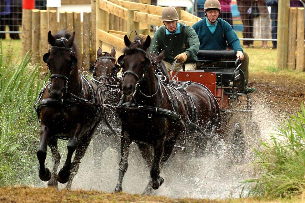 Dük, ilerleyen yaşlarında da spor etkinliklerine katılmaya devam etti. 2005'te at arabası sürme yaşına da katıldı.