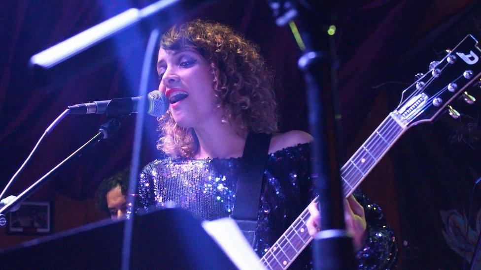 Gaby Moreno en un concierto