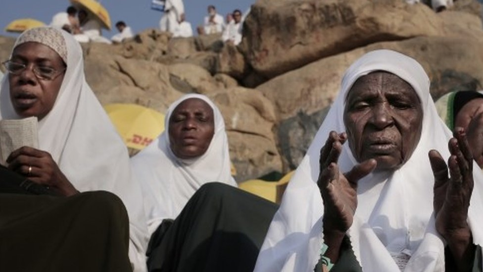 Sudanese women pray on a rocky hill known as Mountain of Mercy, on the Plain of Arafat (11 September 2016)