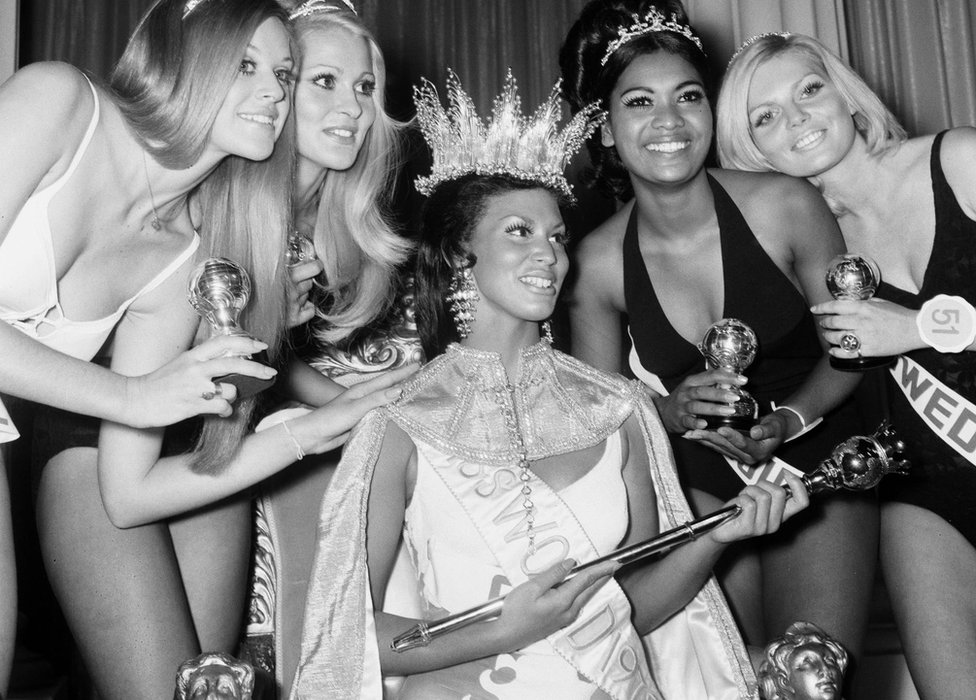 Jennifer Hosten crowned Miss World in 1970