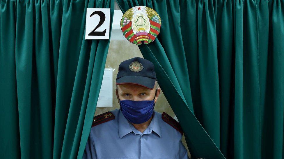В Беларуси проходят президентские выборы. Александр Лукашенко пытается переизбраться на шестой срок