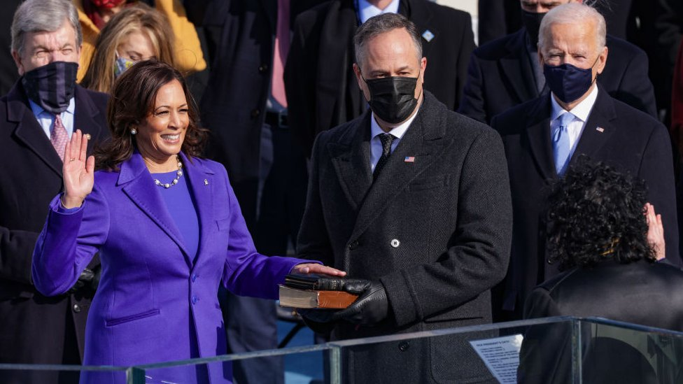 Kamala Harris jura como vicepresidenta de Estados Unidos