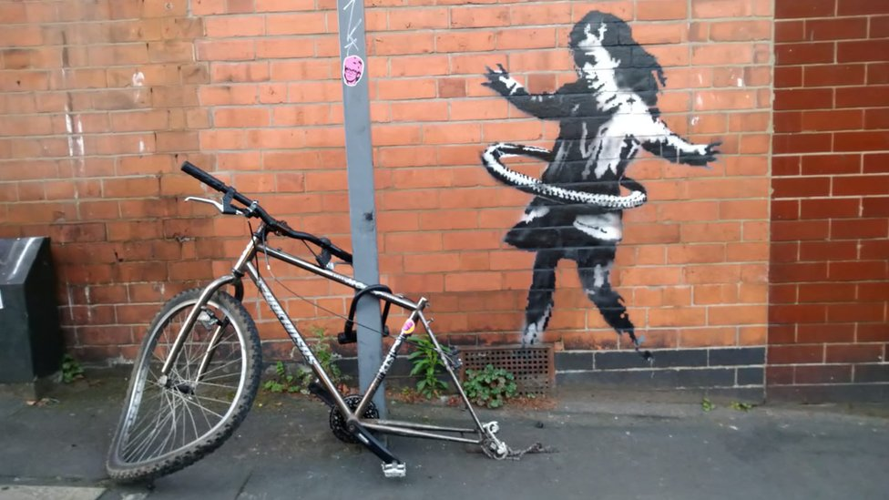 Bike from Banksy's Nottingham hula-hooping girl vanishes thumbnail