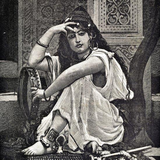Un retrato artístico de una mujer argelina