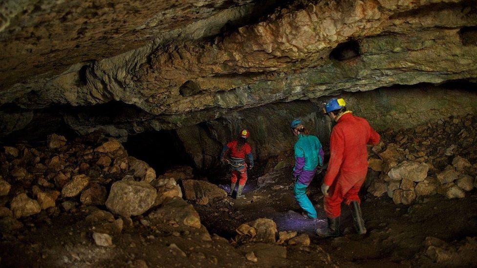 İspanya'nın kuzeyinde yer alan Burgos şehrindeki Sima de los Huesos adını taşıyan mağarada araştırmalar uzun zamandır sürüyor