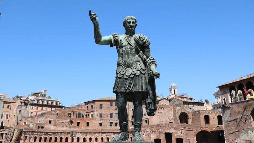 Estatua de Julio César en Roma.