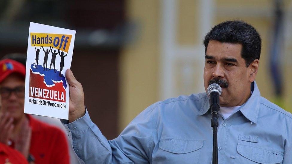 """El concierto organizado por el gobierno de Venezuela toma su nombre de la campaña """"Hands off Venezuela"""", impulsada por el presidente Nicolás Maduro."""