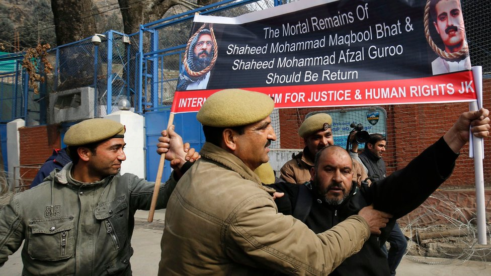 """Indian policemen detain Human Rights activist Mohammed Ahsan Untoo as he tries to march towards the office of United Nations Military Observers Group in India and Pakistan (UNMOGIP) to present a memorandum demanding the return of Muhammad Afzal Guru""""s mortal remains, in Srinagar, the summer capital of Indian Kashmir, 09 February 2016"""