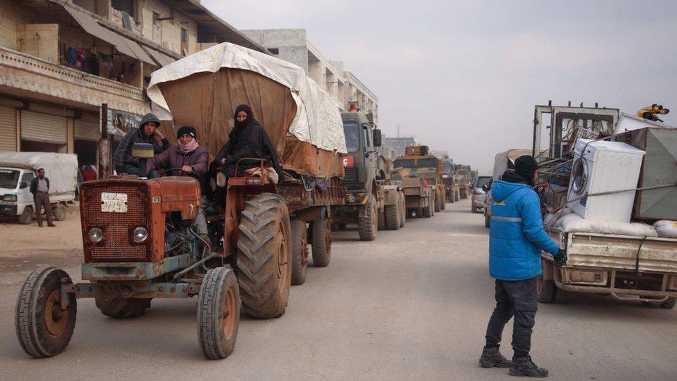 İdlib'den kaçışlar sürüyor