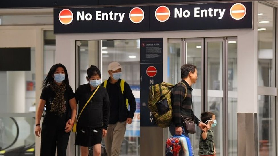 Coronavirus More Than 200 Australians Flown Home After 14 Day Quarantine Bbc News