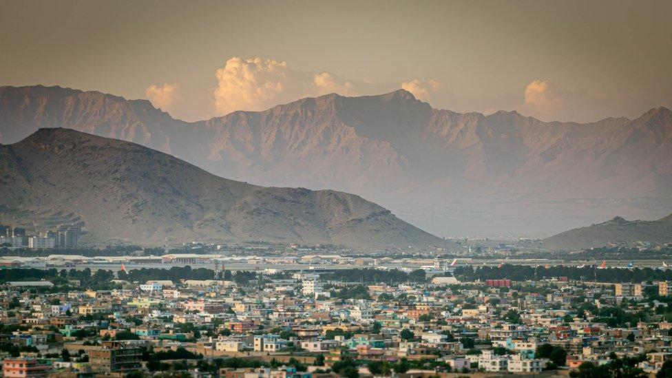Puesta de sol sobre el panorama de Kabul
