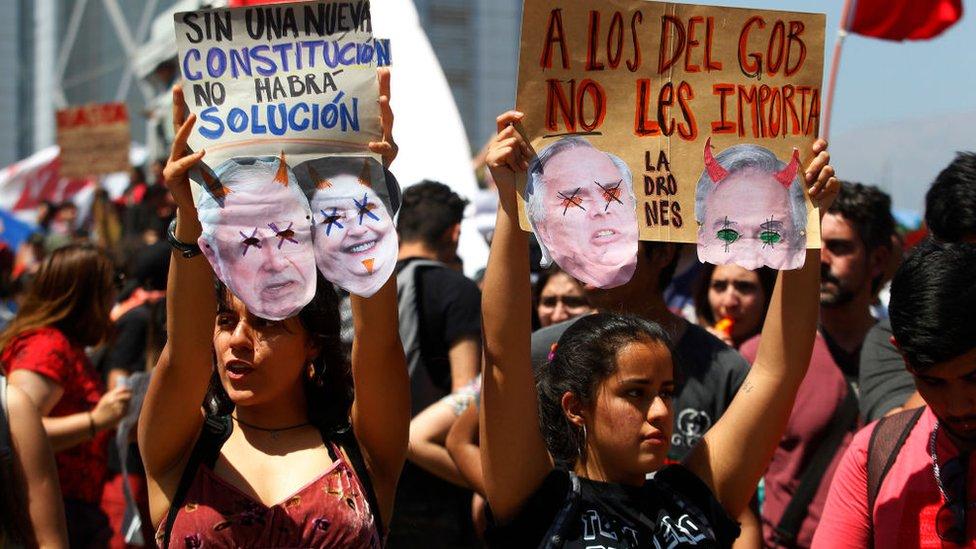 Muchas mujeres jóvenes han participado en la ola de manifestaciones.