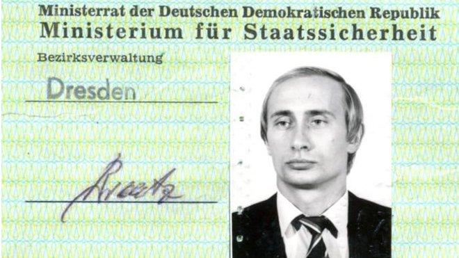У Німеччині знайшли перепустку Путіна у Штазі: що це доводить