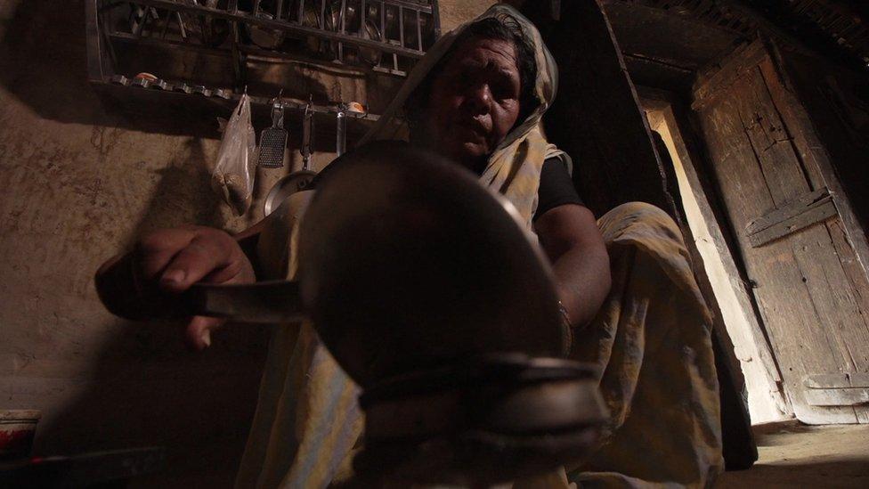बीबीसी क्लिक - देश के पहले सोलर किचन गांव में कैसे बनता है खाना