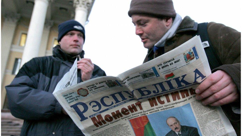 Man reading newspaper in Minsk