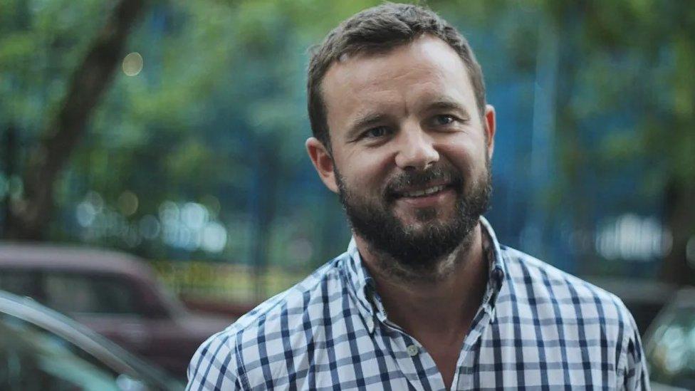 Выпущенный из СИЗО политтехнолог Шкляров покинул Беларусь. За него просил Помпео