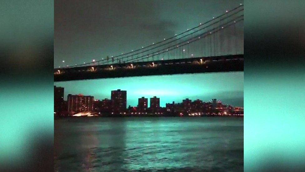 Через вибух у Нью-Йорку нічне небо над містом стало блакитним
