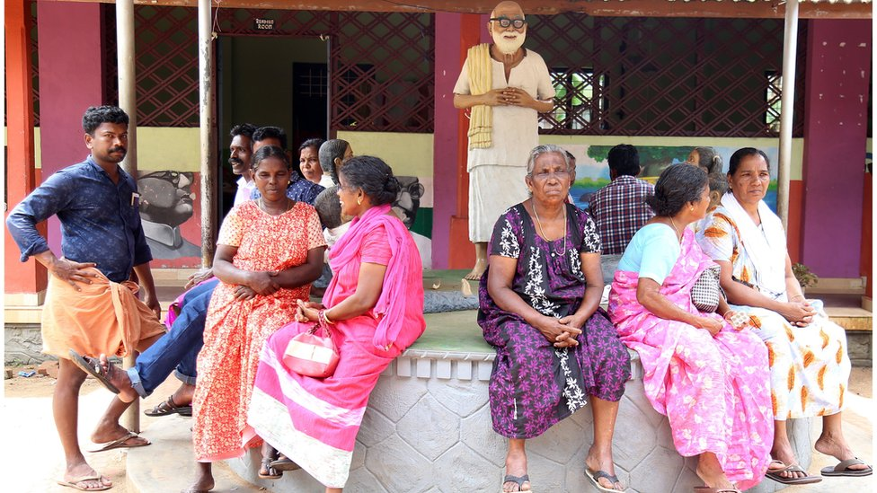 Indian flood victims who have left their flood affected homes sit at a relief camp in Karinganthurthu Paravur Ernakulam in Kochi, Kerala, India (20 August 2018)