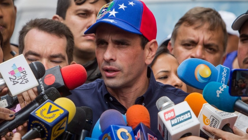 Henrique Capriles during the first day of the process to validate signatures