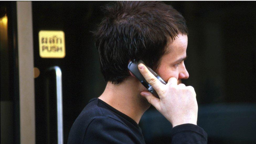 momak i telefon