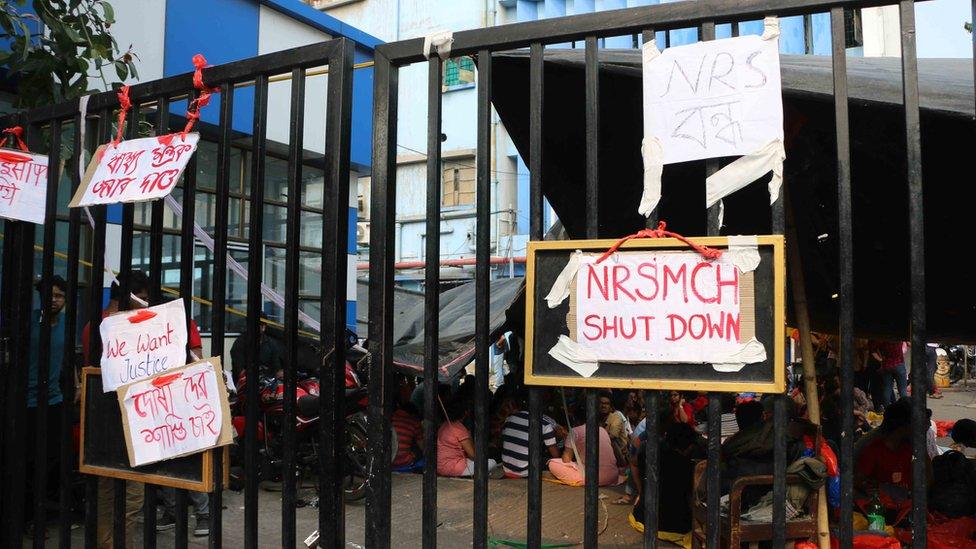 पश्चिम बंगाल: जूनियर डॉक्टरों की पिटाई से स्वास्थ्य सेवाएं ठप