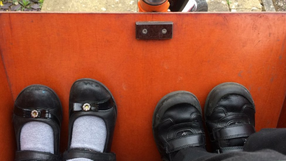 feet in bakfiets