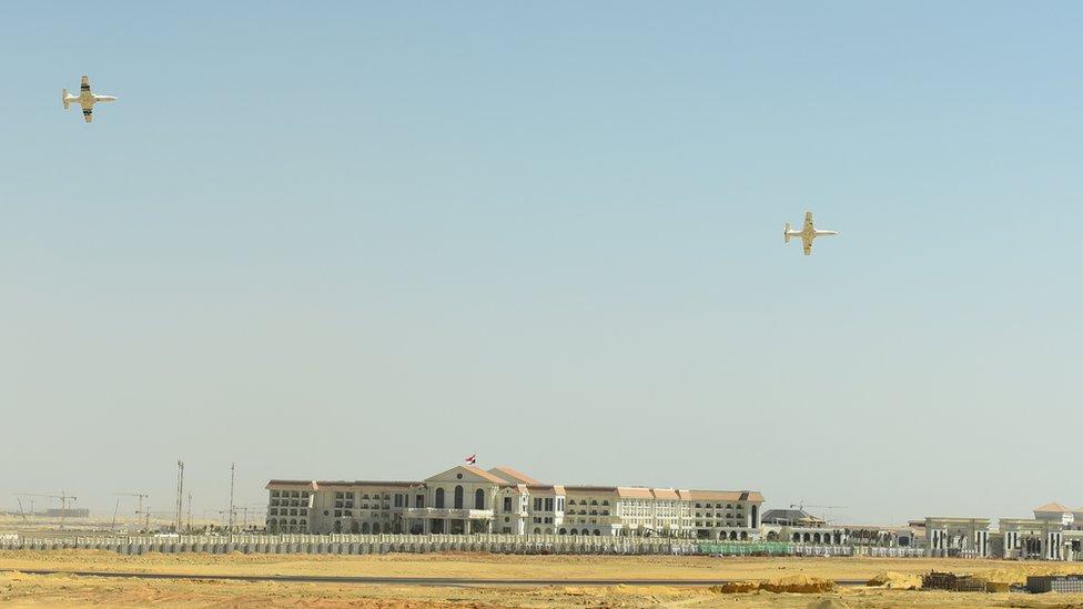 Vista de las obras de la nueva capital de Egipto