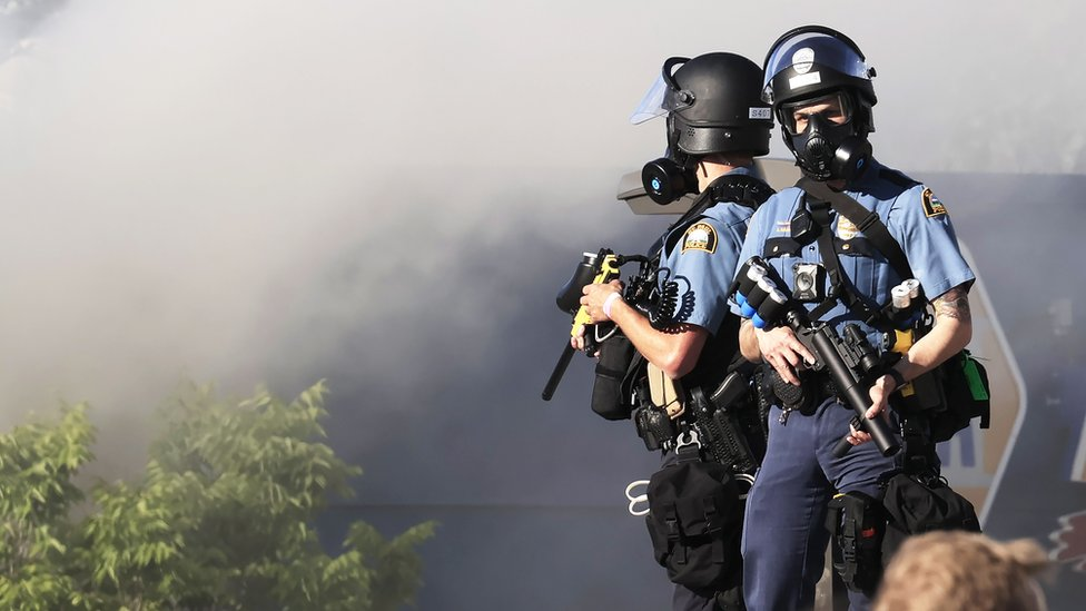 أفراد من الشرطة