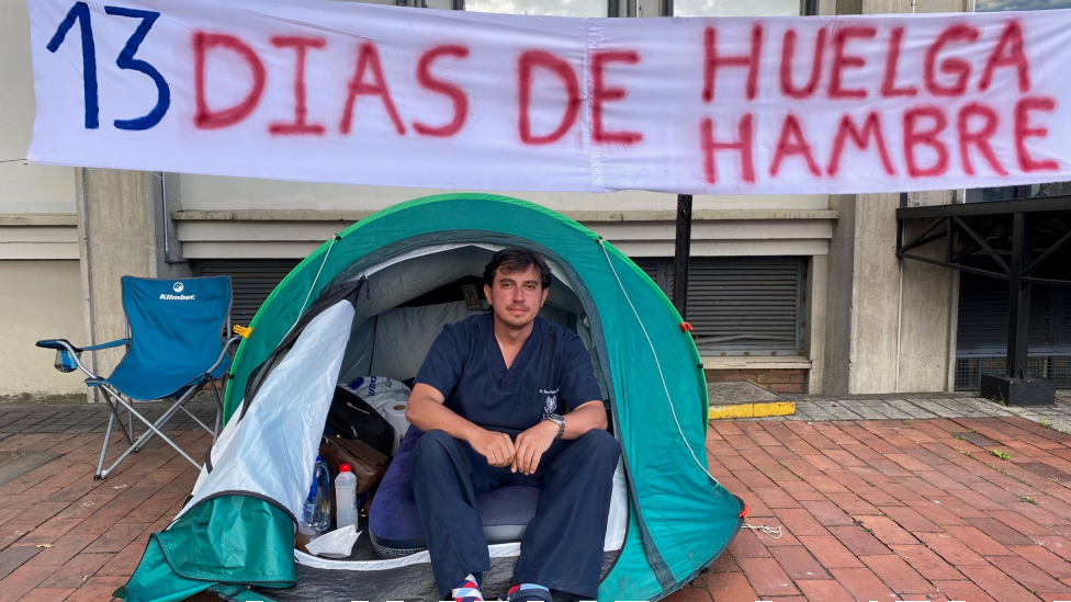Juan Pablo Ovalle en la tienda de campaña