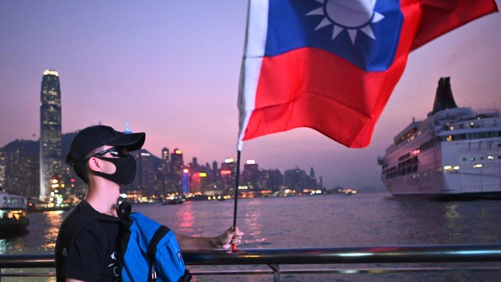 香港示威者多次在抗議時高舉台灣的旗幟。