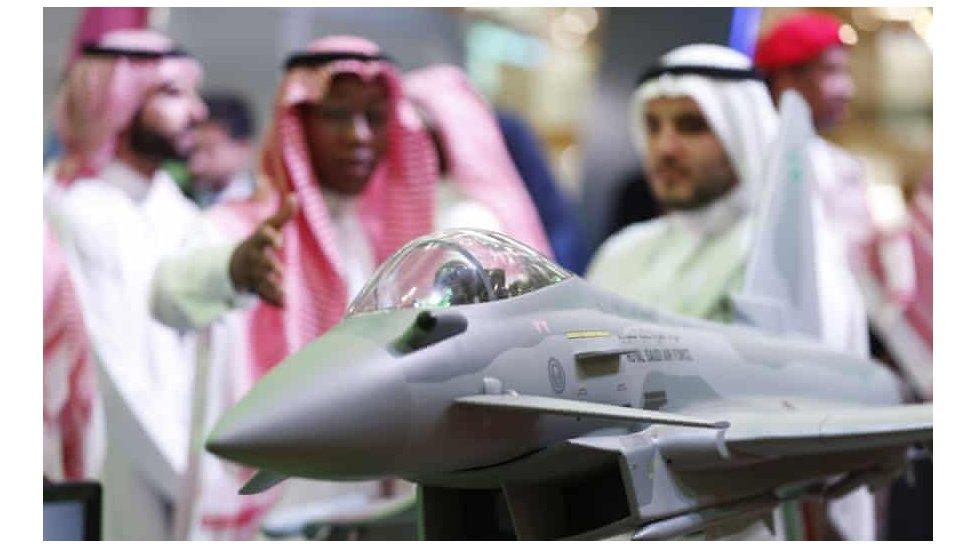 نموذج طائرة بريطانية في معرض للسلاح في الرياض