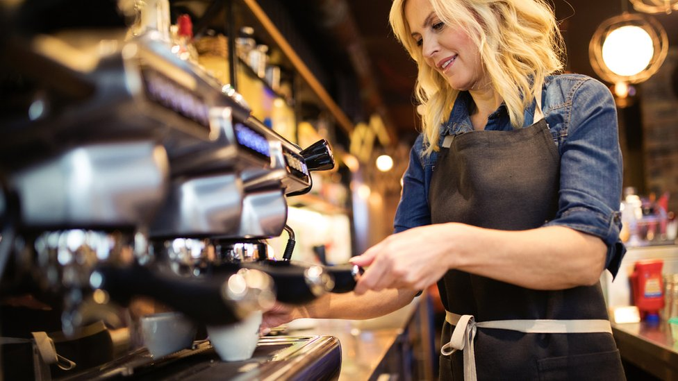 Wages show fastest rise in almost a decade