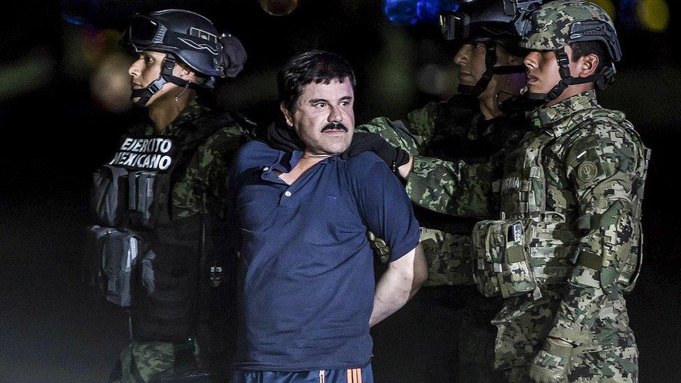 """Joaquín """"El Chapo"""" Guzmán Loera, transportado a una prisión de seguridad."""