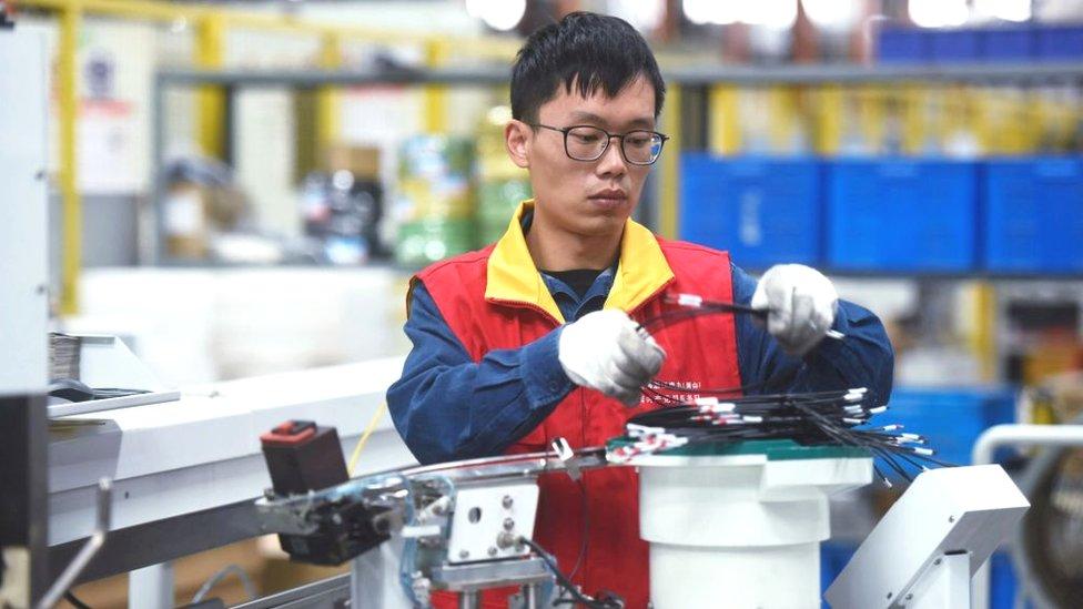 Trabajador en la empresa State Grid en Hangzhou.