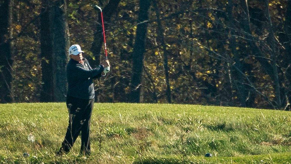 特朗普在華盛頓特區外打高爾夫球