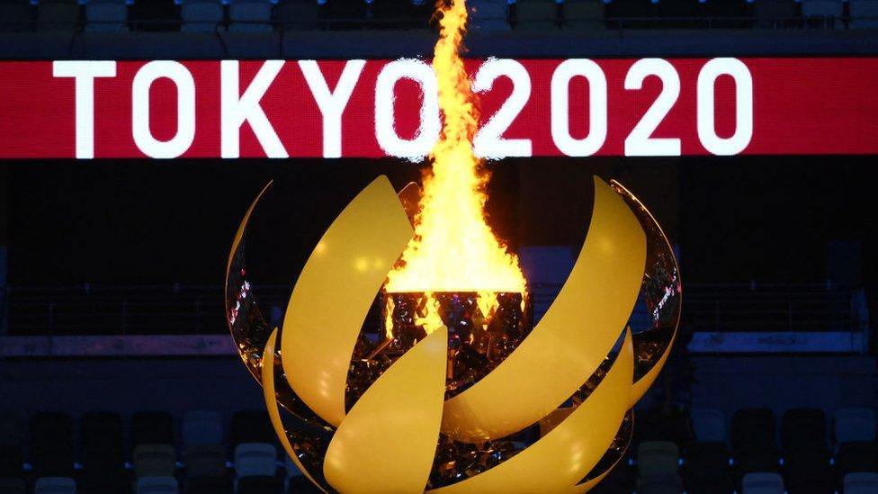 Без зрителей, но с императором. В Токио открылись Летние Олимпийские игры 2020 года