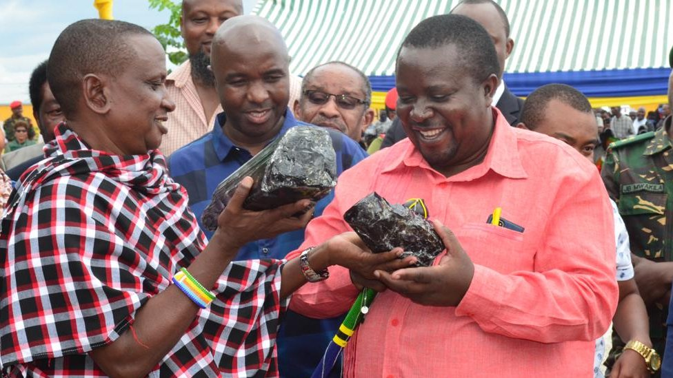 Saniniu Laizer carrying the gemstones at the trading centre