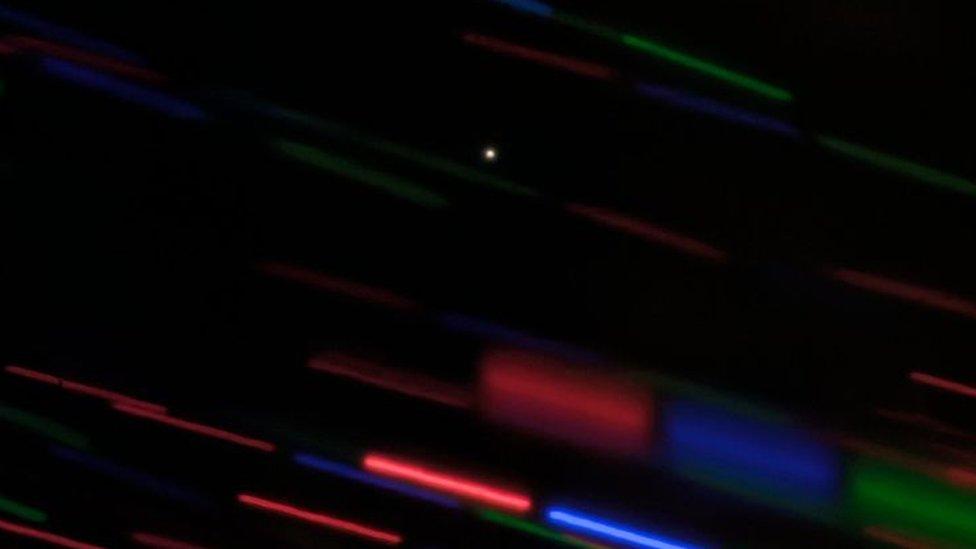 Capturan primera imagen de una posible miniluna que orbita la Tierra