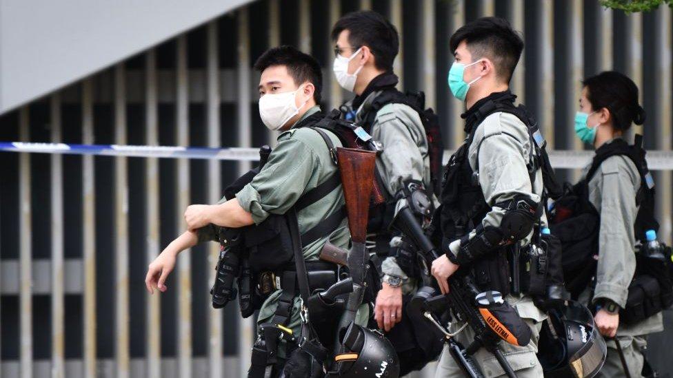 Polisi anti huru-hara di Hong Kong
