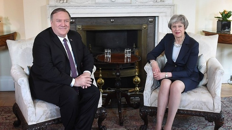 Mike Pompeo with Theresa May in Downing Street