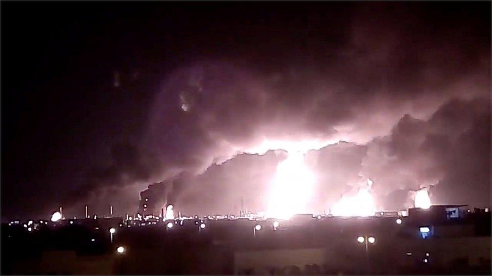 النار تشتعل في منشأة نفطية سعودية في بقيق