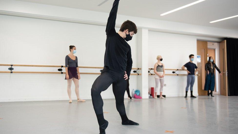 Jose Hurtardo, in ballet class