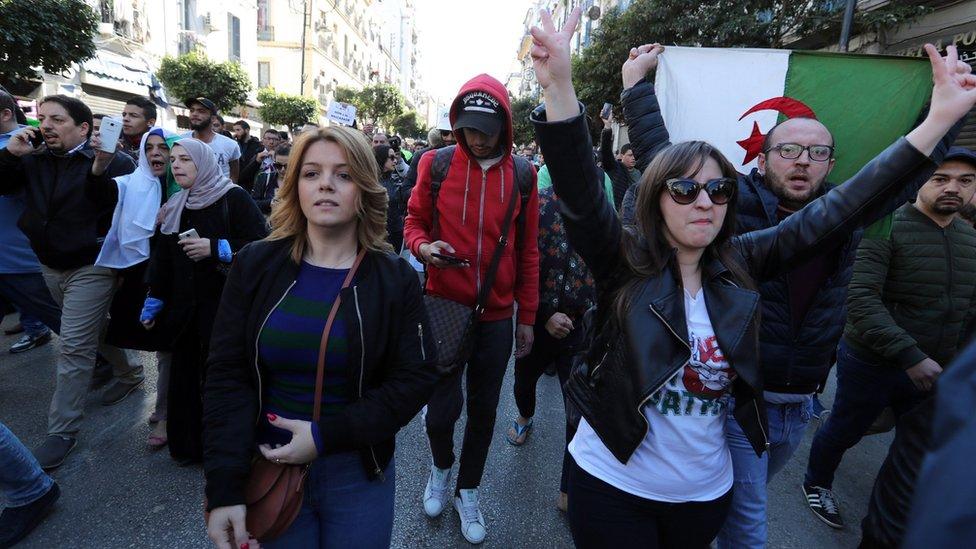 متظاهرات جزائريات