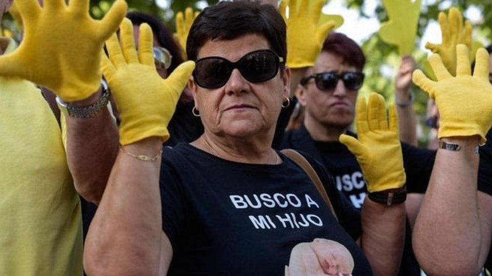 Суд в Іспанії відпустив лікаря, який викрадав дітей за диктатури Франко