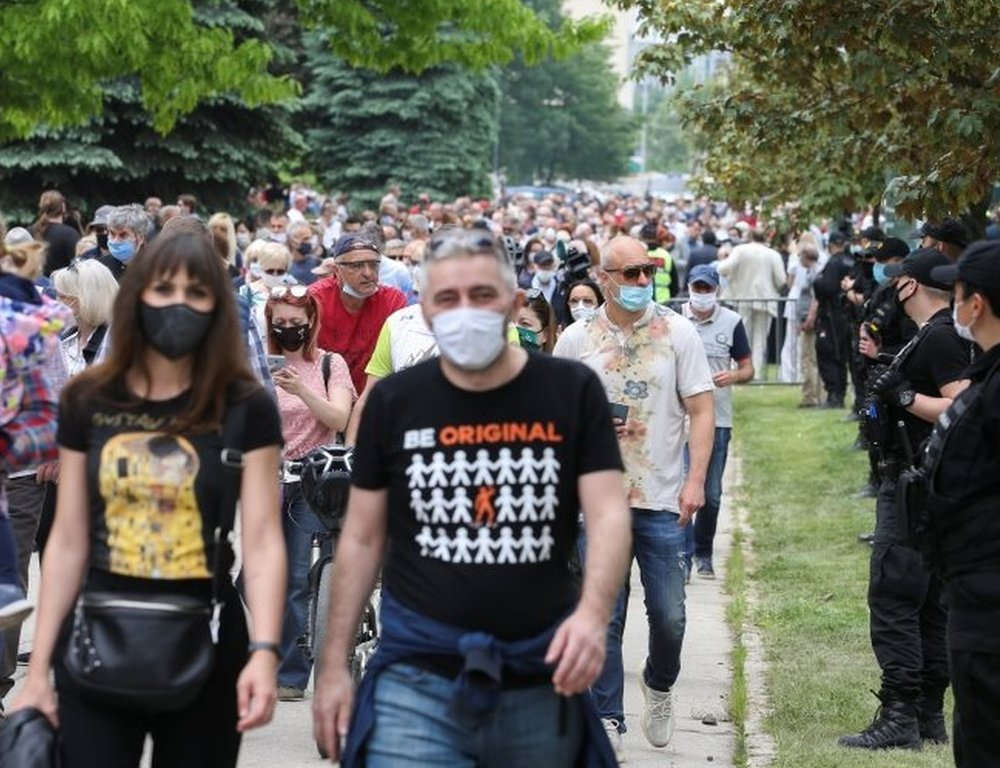 Police stand guard as protesters march in Sarajevo, Bosnia. Photo: 16 May 2020