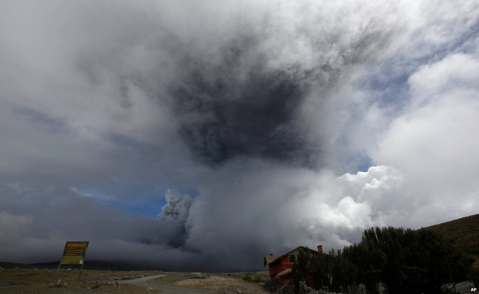 The Cotopaxi volcano spews ash and vapour in Ecuador, on 14 August, 2015