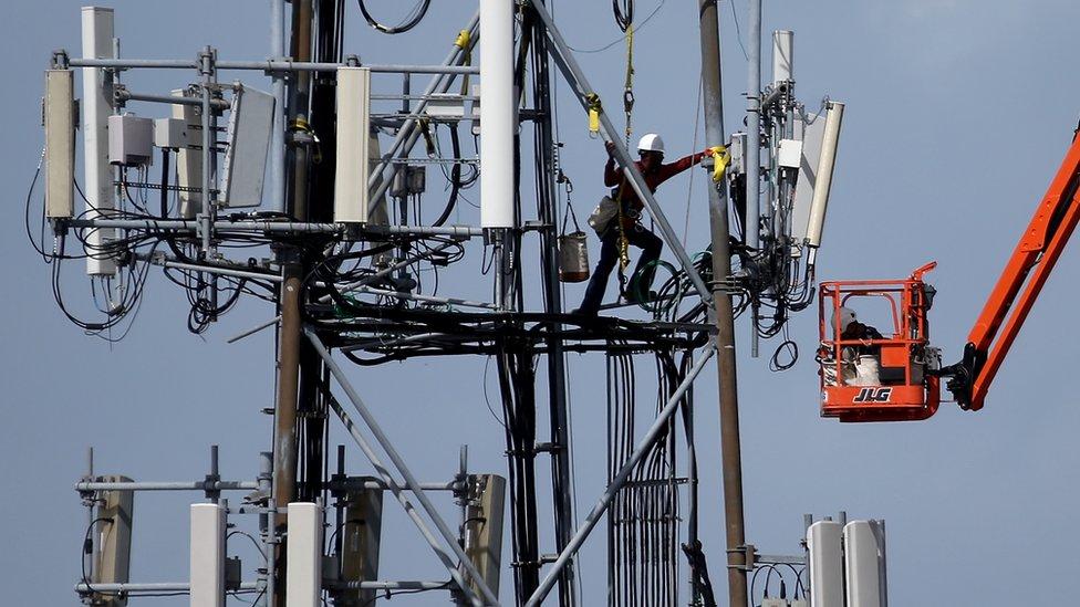 La red 5G no solo requiere infraestructura física, sino también legislación para garantizar su operación.